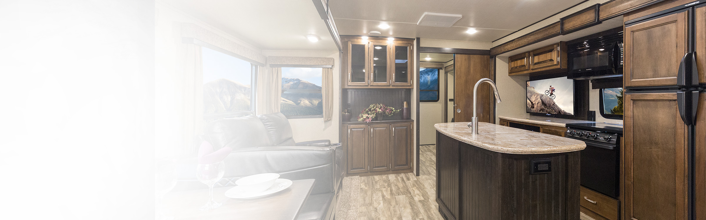 Reflectionu0027s Combination Of Luxury, Value, And Towability In One Amazing  Package Continues To Exceed The Expectations Of Our Retail Customers.